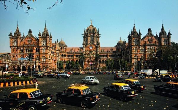 在印度人看来,孟买的经济领先上海20年,让我们