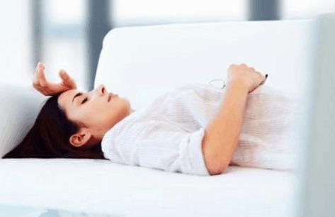 女人出现这4个症状,别不当回事,危害很大,暗示患上了盆腔积液,可惜很少