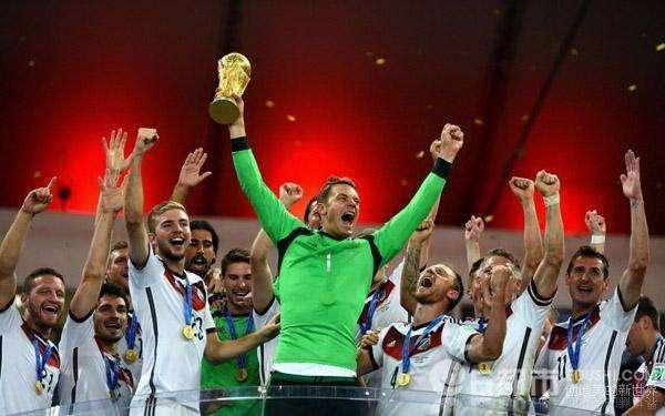 男模队来袭!诺伊尔C位,德国队拍摄2018世界杯全家福!