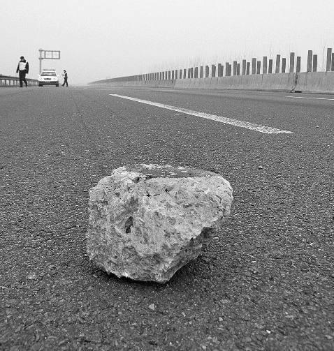 高速跑车时,遇到石头和小动物该怎么办?一不小