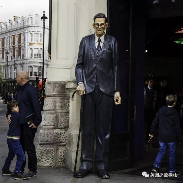 奇闻异事 22岁身高2米72!这个巨人的背后却只有无尽孤独...