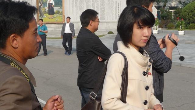两个老男人体验朝鲜生活,朝鲜的现状让你根本难以想象!