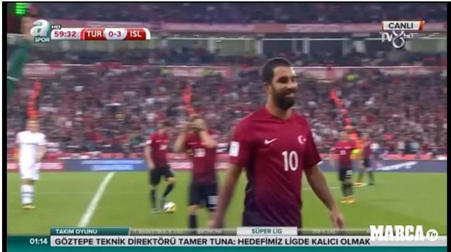 国家队无缘世界杯,此巴萨球员却因露出笑容引发愤怒,他非梅西