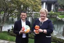 """挪威首相点赞马云的全球责任 不做首富做""""首负"""""""