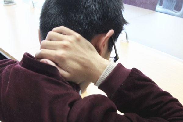 后背酸痛是什么原因 后背酸痛的处理方法