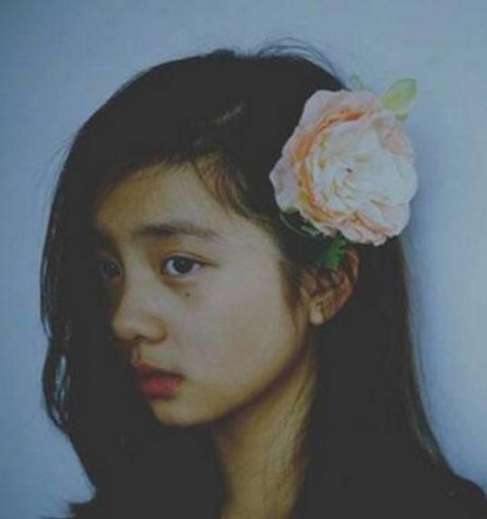 多多一脸忧郁,黄磊担心女儿早恋,称:无任何血缘