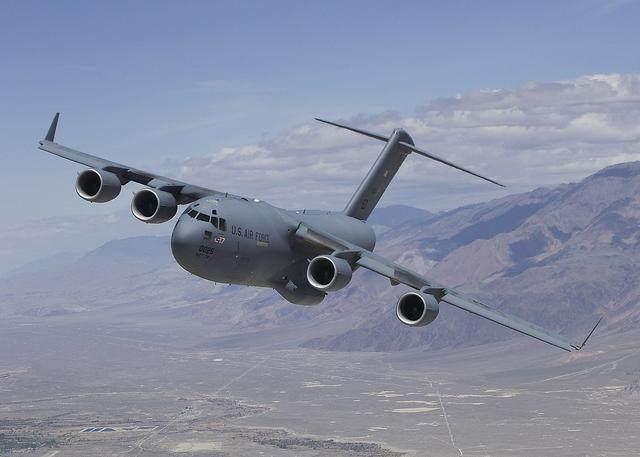 美国C-17运输机有一个独门秘籍,中国运-20还没学会让人感到可惜