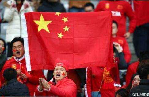 活该!香港球迷再嘘国歌遭罚款两万,网友:罚太轻香港控制了亚足联