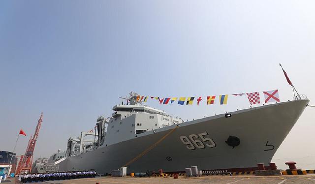我军服役4万吨巨舰,比航母还重要,未来大量装备