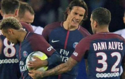 阿尔维斯怒了,发文回击弗兰:是内马尔和卡瓦尼来抢我的球