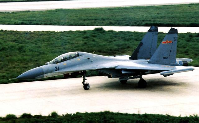 中国为何还在生产歼11B这样的老型号战机:而