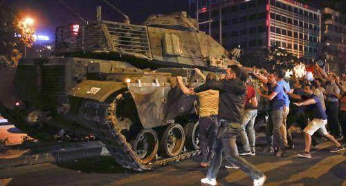 军队遭到大清洗,世俗化进程严重倒退,埃尔多安要让土耳其去哪?