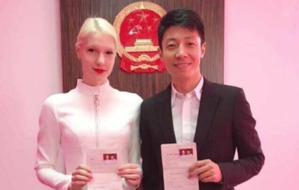 明星结婚照,爸爸看着像初中生,刘强东像吴京,唯分东辰初中班图片