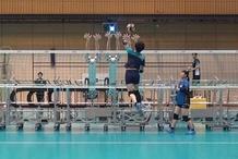 日本排球出新招 用机器人和队员练习攻防