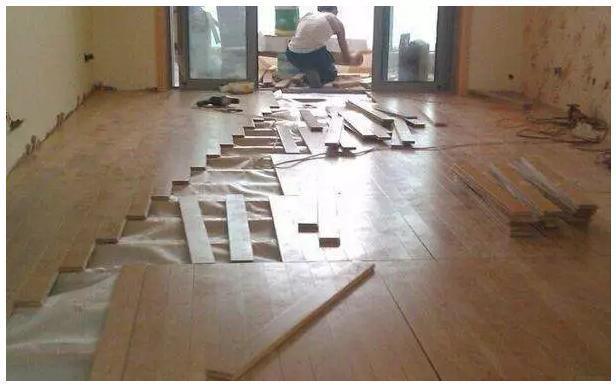 地板铺法有多种 为何国人都爱平铺