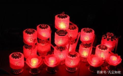 「今日语音搜索任务春节的诗词」去年元夜时花市灯如昼