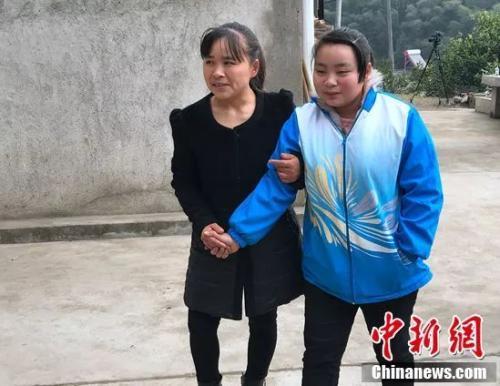 15岁女孩突患重病求学之路中断 学校派老师送教上门