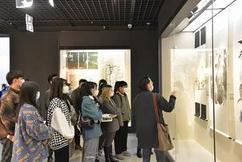 标题:蚌博打造第二艺术课堂——安徽财经大学绘画系来馆开展研学活动