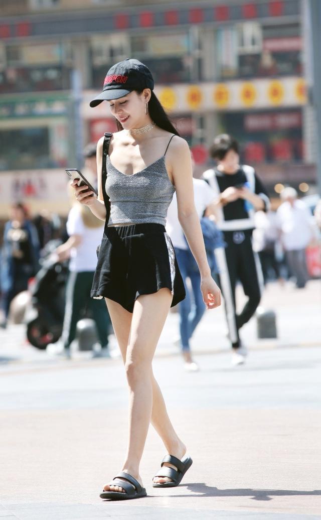 街拍:图1美女腿好长,图6美女很有气质,让人的视线都离不开她