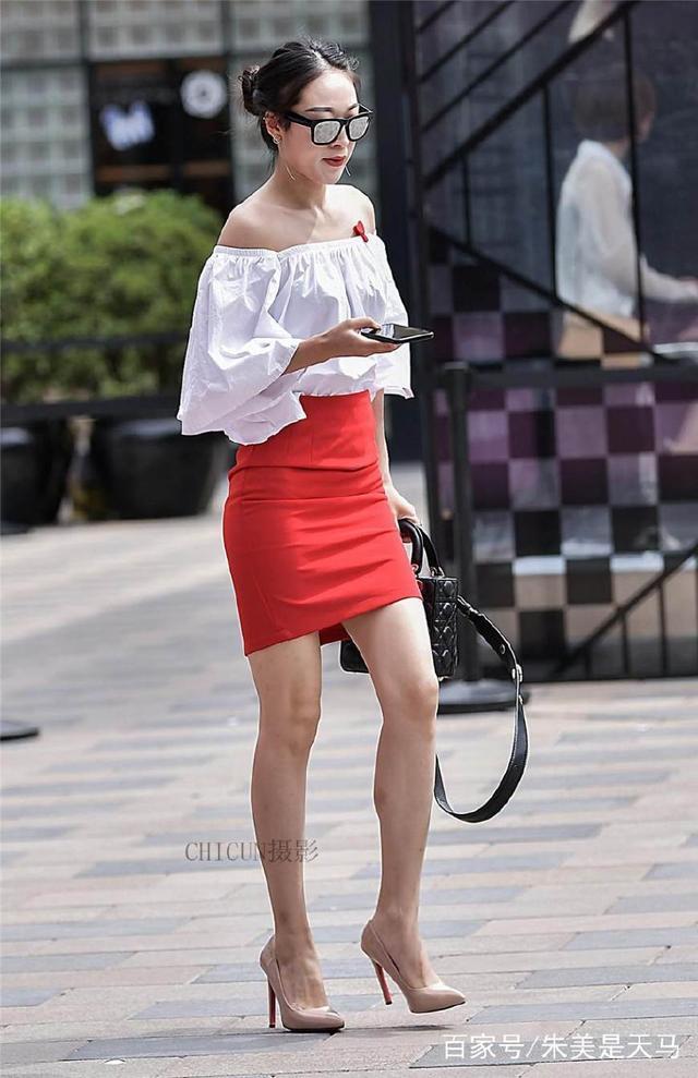 街拍:图1小姐姐身穿紧身一步裙,尽显大长腿,这身材好的没挑了