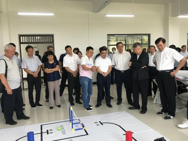 「国务委员是什么级别的干部」教育部长袁贵仁