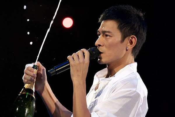 刘德华,不愧四大天王之首,许多歌迷评价这10首歌是最好听的!