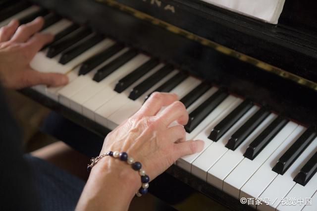 「弹钢琴的指法视频教程」弹钢琴的指法