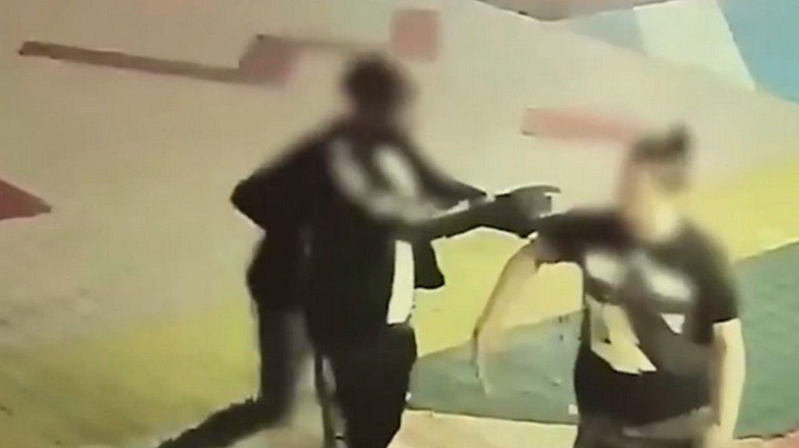 驻韩美军首尔街头殴打民众